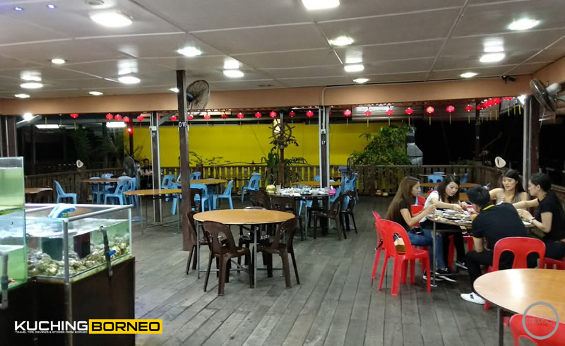 Muara Tebas Seafood main dining area